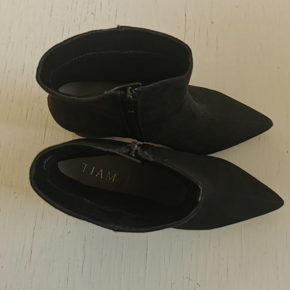 Fina klackskor från Tiamo, strl 37, använda ett fåtal gånger, frakt ingår i priset 🖤. Skor.