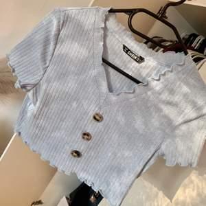 Super söt tröja från shein, aldrig använd pga fel storlek❤️ Kan postas, köparen betar frakt🌸