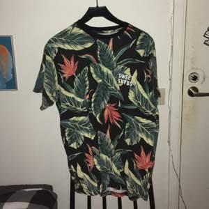 Sweet sktbs T-shirt, bra skick bara använd ett fåtal gånger. Frakt 60kr