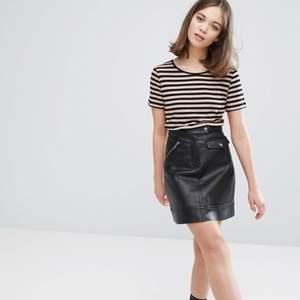 Jättefin kjol från Monki i nyskick!🖤