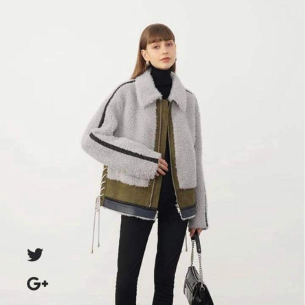 Helt ny oanvänd jacka från franska märket cedelar. Storlek S. Jag är 180 cm lång så jackan var en aning kort i ärmarna för mig. . Jackor.