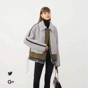 Helt ny oanvänd jacka från franska märket cedelar. Storlek S. Jag är 180 cm lång så jackan var en aning kort i ärmarna för mig.