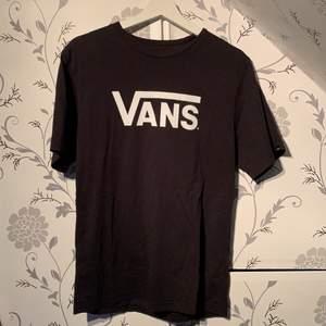 En vans T-shirt som knappt är använd vilket är synd, så säljer för en billig peng;)