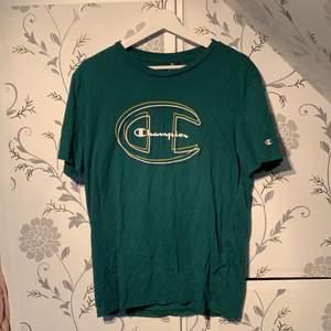 Storlek M Loose fit typ en najs t-shirt helt enkelt