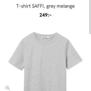 Helt oanvänd ljusgrå Carin Wester t-shirt! 150 ink frakt
