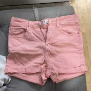 Fina och tajta ljusrosa shorts