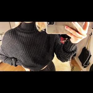 Säljer denhär snygga stickade tröjan med polokrage från hm. Köpare står för frakt 💖