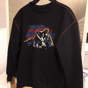Fet tröja från en collab mellan Tenson X Junkyard, budgivning börjar på 300kr🧩 skriv till mig om ni vill buda!