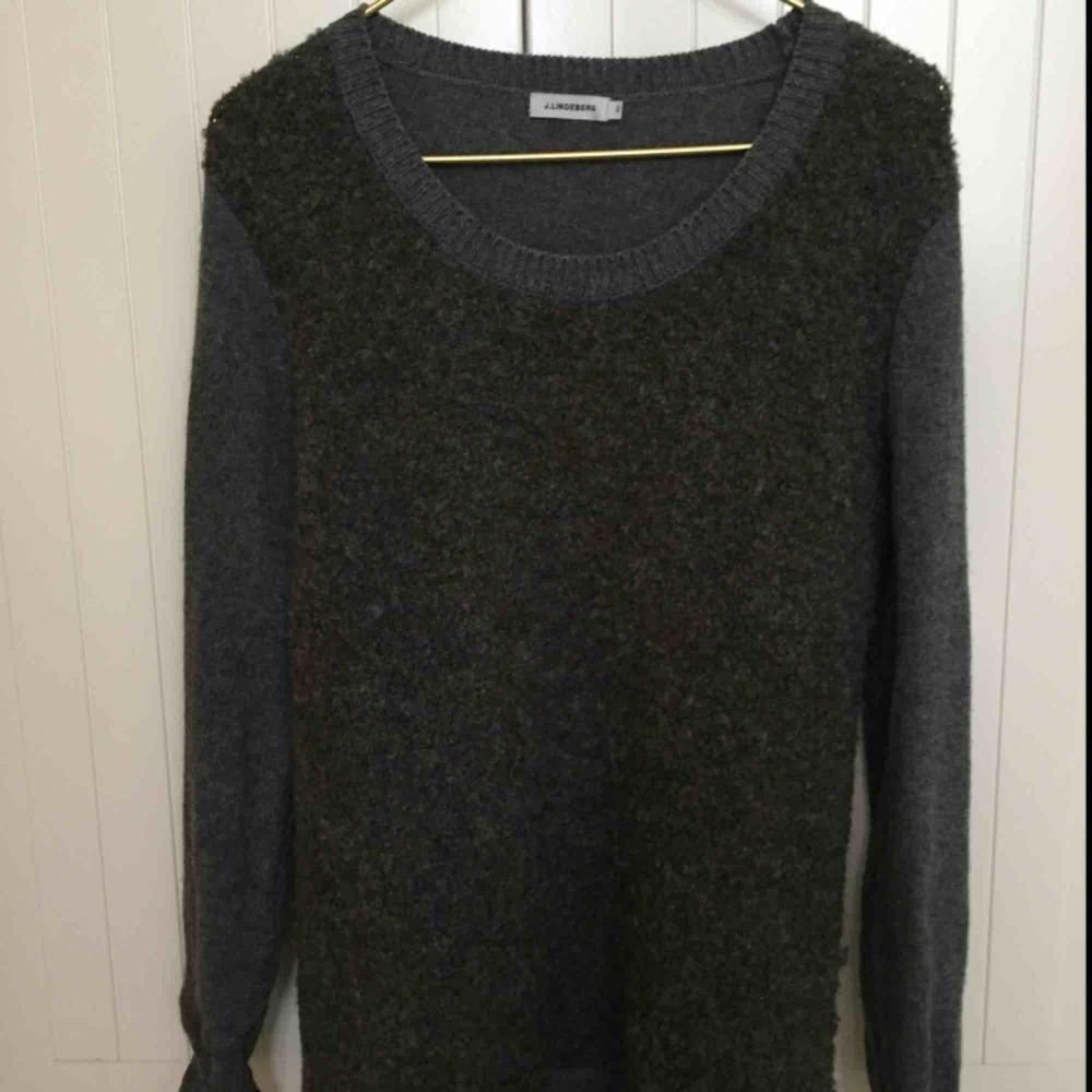 Fin tröja med 50% merinoull från J.Lindeberg i stl XS passar även S.. Stickat.