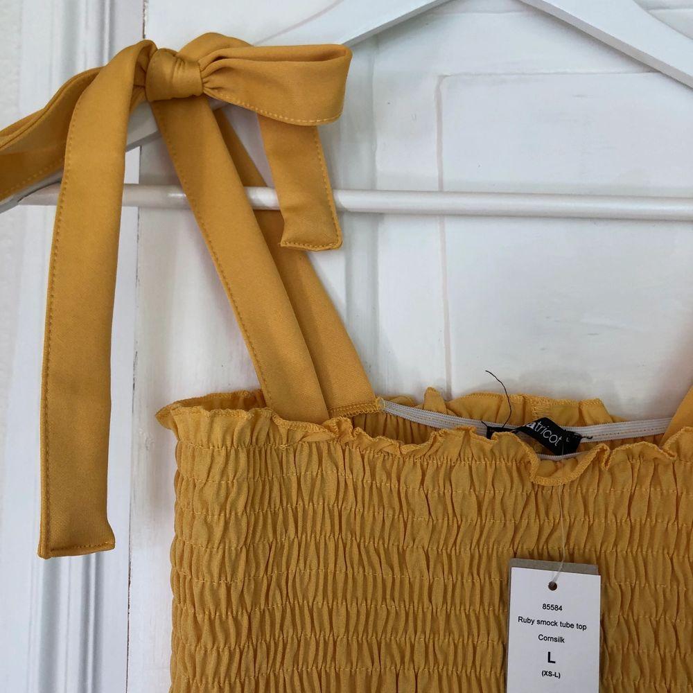 Oanvänd gul topp från Gina Tricot. Fin och somrig. Köpt på Zalando, kommer inte ihåg nypris. Köpare står för frakt. . Toppar.