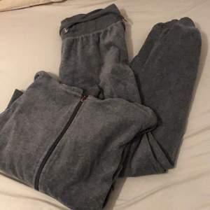 En grå mjukis dress från Cubus som inte går till användning längre byxan i storlek s och koftan storlek M