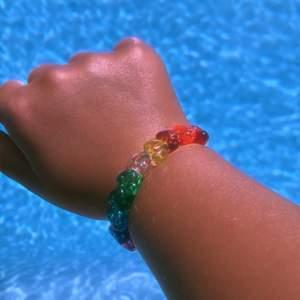 Ett fint och glatt sommar band:) med olika glada färger