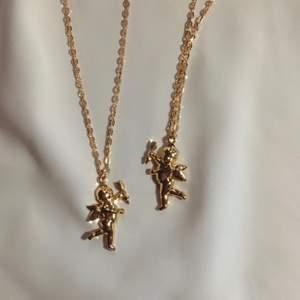 vårt vackra kerubhalsband 👼🏼✨ 49:- + frakt 11 kr ♡ - ängelhänge - guldfärgad kedja ca 40 cm - förlängning ♡ - beställ via celestesmycken.etsy.com - instagram @celestesmycken 🤍✨ ♡ #smycken #halsband #ängel #angel