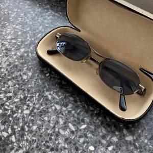 Vintage solglasögon i fodral