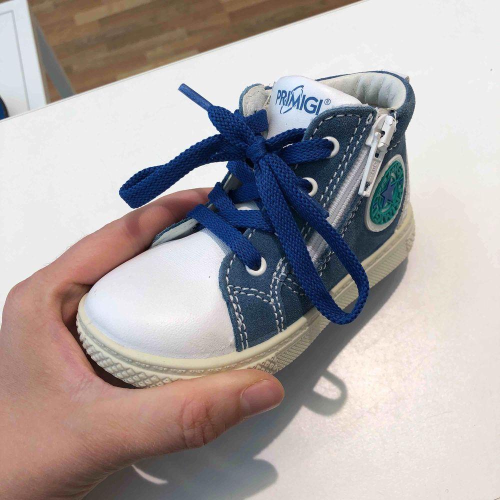 Helt nya italienska läder barnskor i stl 22. Skor.