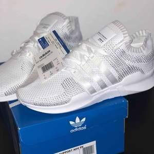 Helt nya Adidas EQT Support med lapparna kvar i storlek 42