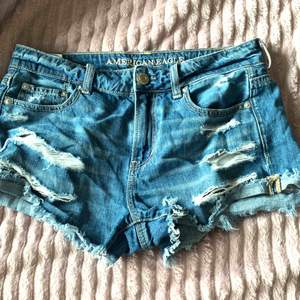 Snygga shorts ifrån märket American Eagle storlek small köpta för 499kr