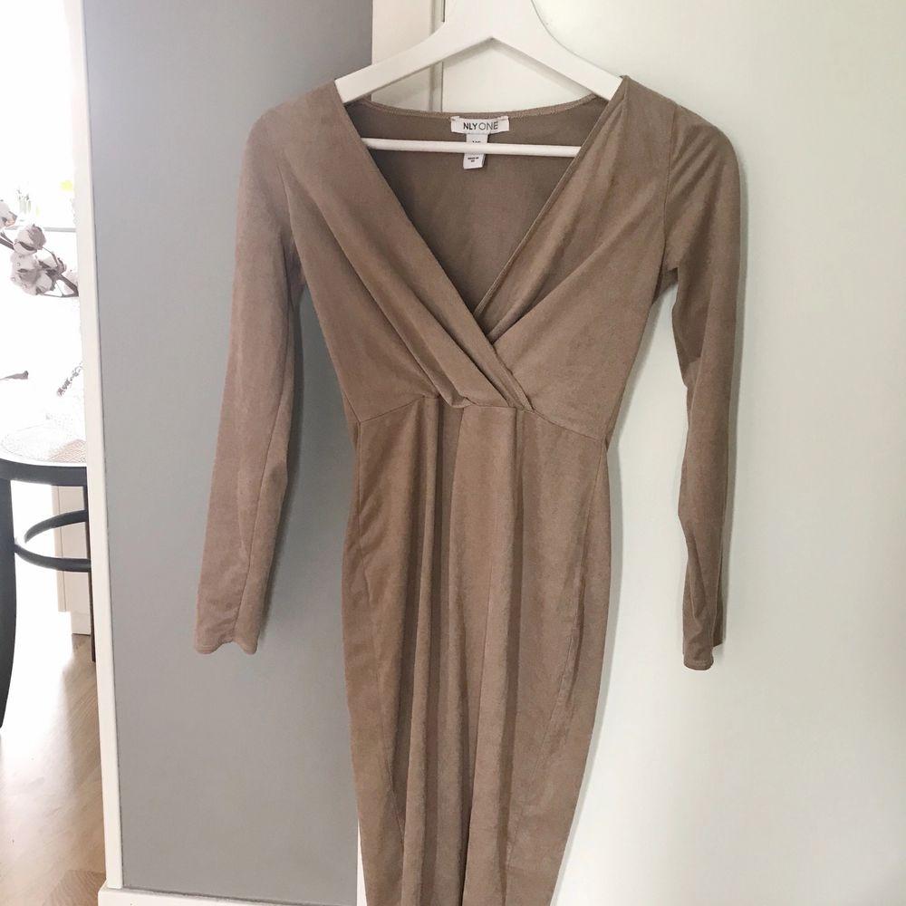Använd 1 gång. Superfin klänning från NELLY i XS🌼 Frakt tillkommer.. Klänningar.