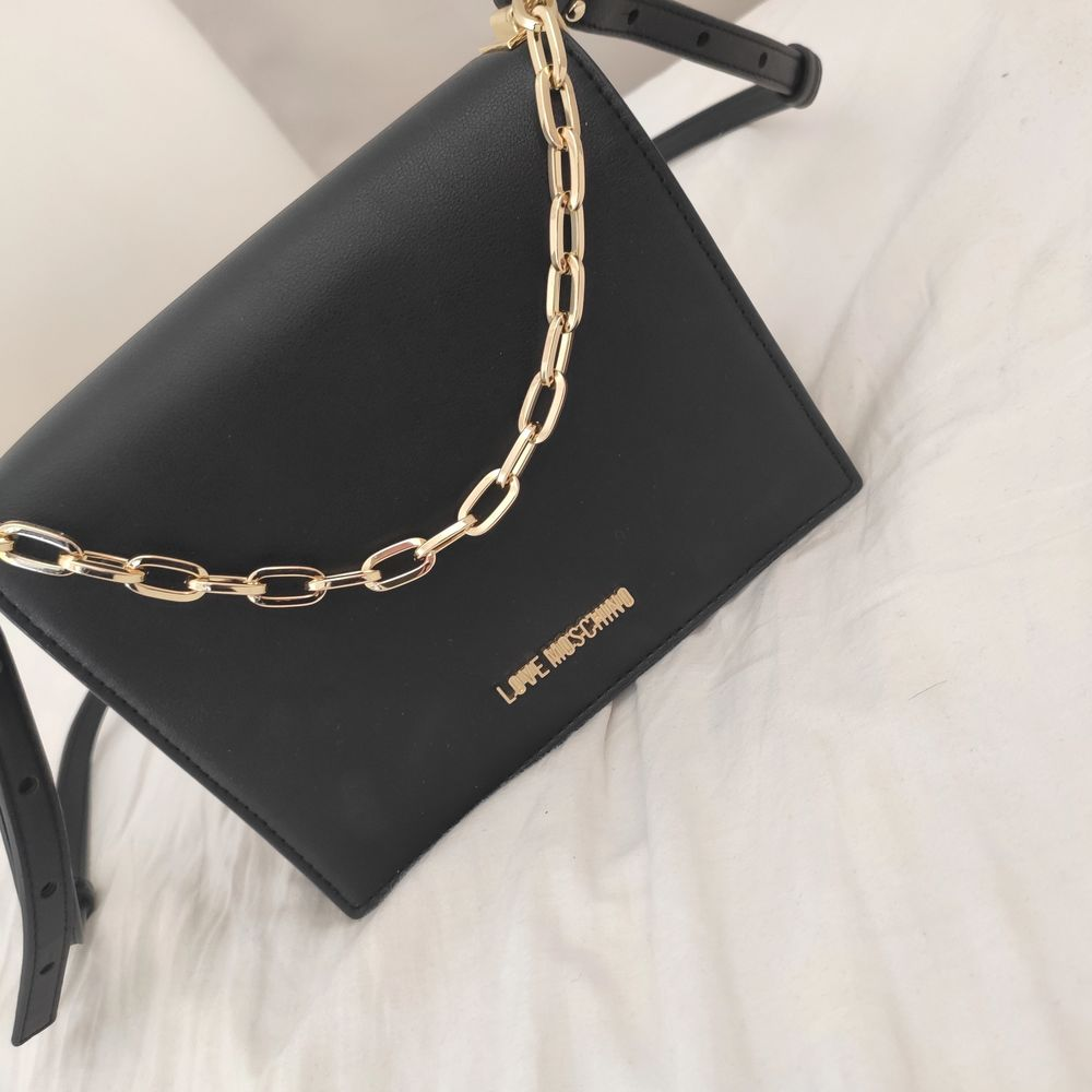 New bag from love moschino. It was a present which I never ended up wearing. . Väskor.