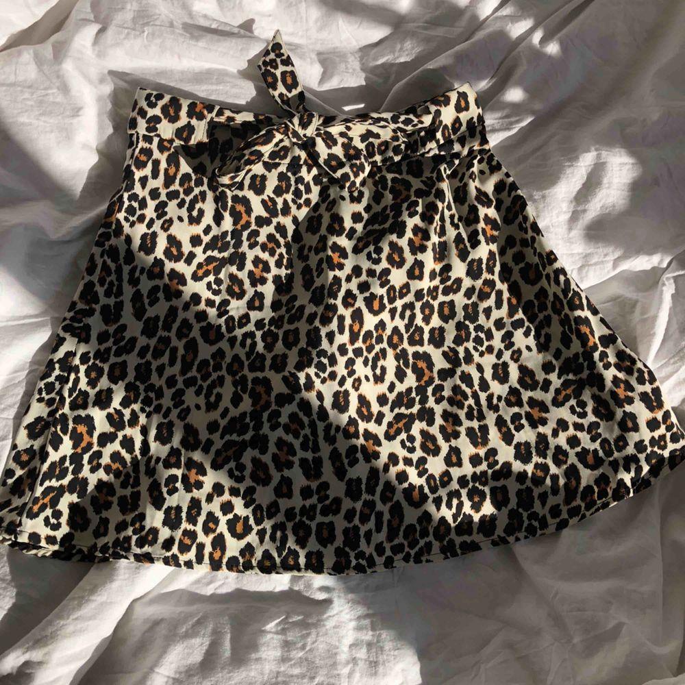 Jättefin kjol i bra kvalitet från Pimkie, köpt förra sommaren och har endast använt fåtal gånger. 🦁🐯🦁. Kjolar.