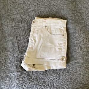 Shorts från Pazzo jeans i beige