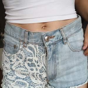 Somriga shorts i strl S från Bik Bok. Använda en sommar. Frakt tillkommer🌼🌻