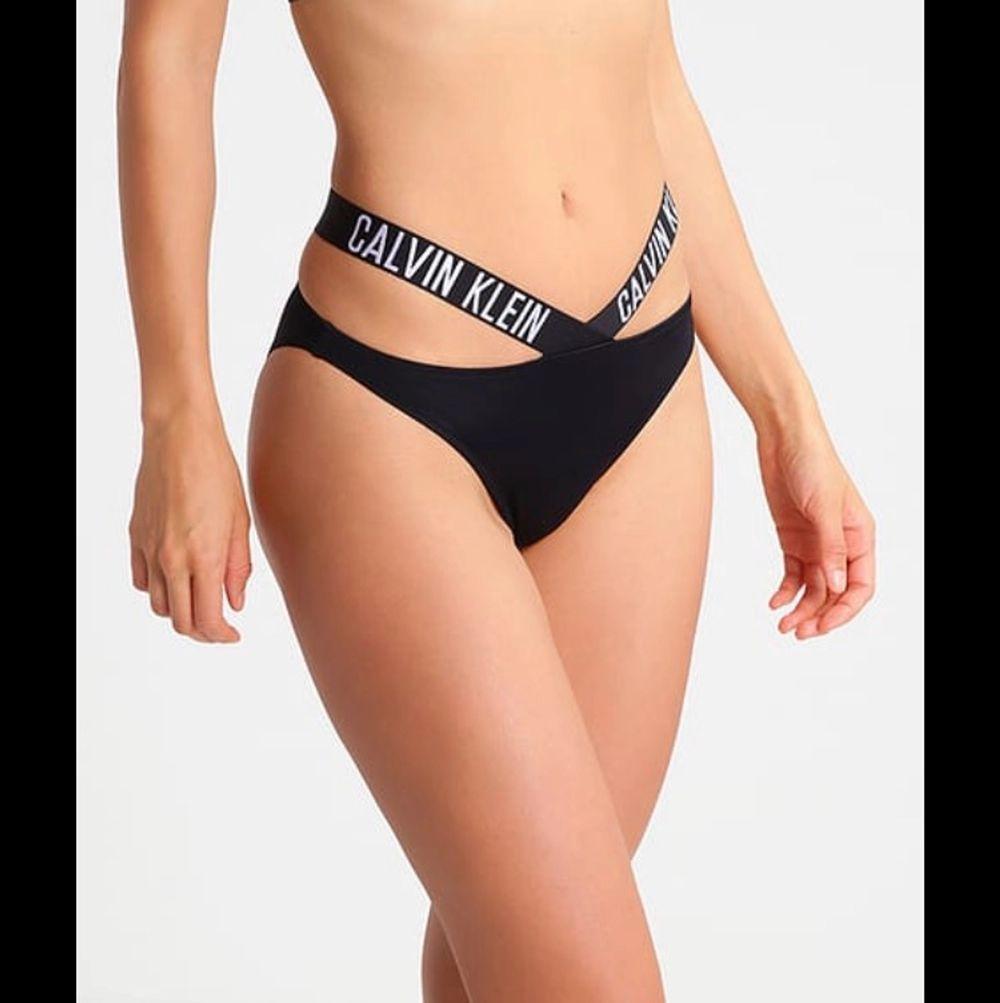 Rosa Calvin Klein bikini underdel i storlek 36 från Zalando. Ej använd, frakt ingår inte i priset!😊. Övrigt.