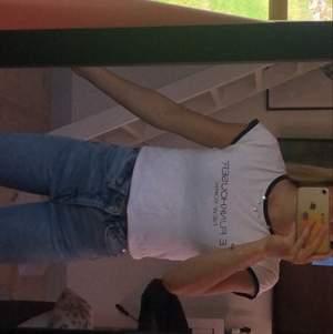 Säljer min E.funkhouser t-shirt, sparsamt använd (liten i storleken)