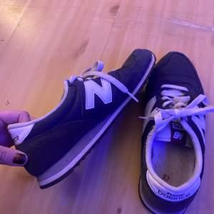 Säljer mina kära new balance skor! Storlek 38. Använda men i bra skick ❤️ möts upp i Stockholm eller så får köparen stå för frakten 🦋🦋