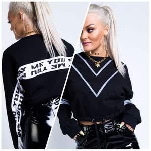 """Sweatshirt från madlady x Lisa ankarman kollektionen. Används några gånger men är i bra skick, säljs då den inte används längre. På baksidan står det """"when you play me you play yourself"""""""