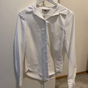 Helt vanlig vit skjorta strl 34