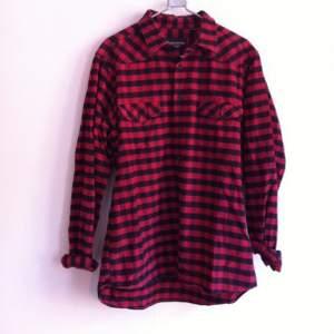 Second hand skjorta