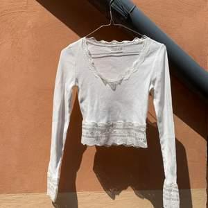 Superfin topp från Urban Outfitters. Tunnt och lätt material, passar perfekt till sommaren 🌸