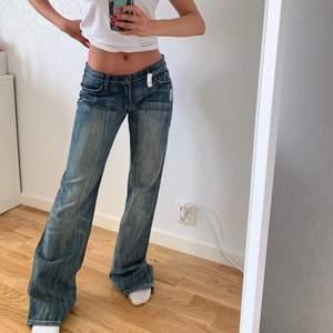 säljer mina älskade vintage jeans i toppenskick som inte går att köpa mer! Märket är 7 for all mankind och ordinare priset är 1999kr!! Hade inte sålt dem men de är för tyvärr för stora i midjan + för långa på mig! 100% BOMULL och extremt slitstarkt och fint tyg!! 💞🥰 Frakten är 66kr och spårbar!