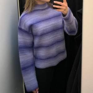 Intressekoll på denna superfina acne tröjan!!! Köpt på acne outlet i Barkarby, kvitto finns. Original pris 3400kr, köptes för 2380kr. Aldrig använd, kom med bud om du är intresserad.