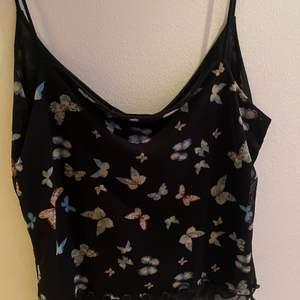 gulligt linne från Urban Outfitters! säljer pga de aldrig kommer till användning💕 använd ca 2 gånger