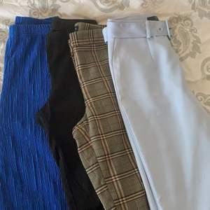 Säljer dessa fyra byxor i storlekarna XS-S💙 Rutiga kostymbyxor från Zara💙 Havsblå supersköna byxor från Gina Tricot💙 Ljusblå kostymbyxor med skärp från Asos💙 Svarta kostymbyxor från Primark💙 Säljer varje par för 50kr styck. Skriv för med bilder eller frågor :)