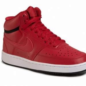 Säljer mina röda Nike Court Vision Mid. Storlek 40.5 men passar mig som har 41. Använda men i väldigt fint skick. Om flera är intresserade blir det budgivning.