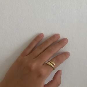 Justerbara ringar för 40kr styck, finns i silver o guld🖤🖤 De skickas i en fin påse✌🏽inte många kvar! Frakt tillkommer på 12kr