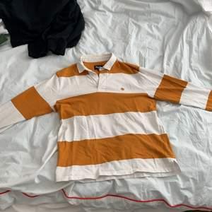 Orange randig tröja från Magenta Skateboards.Storlek M sitter M. Använd kanske 10 gånger 8/10 cond