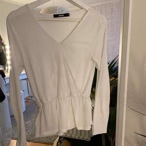 En söt tröja ifrån bikbok. Den är i ett bra skick. Köparen står för frakten