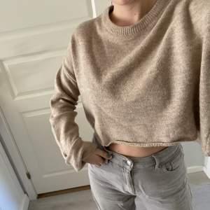 ⚠️GRATIS FRAKT⚠️ Nu säljer jag min stickade Nelly tröja, denna köpte jag förra året och har använt 3-4 ggr. Jag tycker att den är asskön och supersnygg men använder den inte. Det är i strl S och nypris var 250 kr. Skriv till mig om du är intresserad!!💓💞