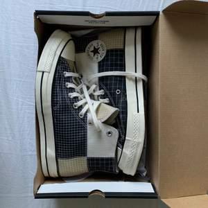 Säljer ett par oanvända Converse skor. Fläckfria, fräscha och stilrena om man stile:ar dem rätt. Storleken är 42,5-43.
