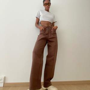 Brown jogger trousers with adjustable waist