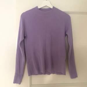 Super fin pastell lila tröja från bikbok i storlek XL. Passar dock mig som i vanliga fall har storlek S/M. Knappt använd. Skriv vid intresse eller frågor.