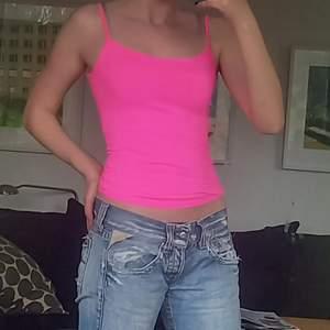 Ett så snyggt neon rosa linne, använd endast 2gånger💕