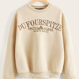 Sweatshirt från shein använd någon gång men i bra skick , budgivning startbud: 60kr. Buda i budgivnings funktionen. Frakt tillkommer 66kr spårbar.