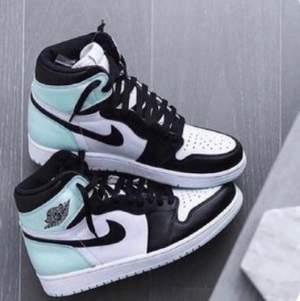 Hejj, söker dessa Nike air Jordan 1 i storlek 38. Om ni själva säljer eller vet någon som säljer dessa hör gärna av er!!