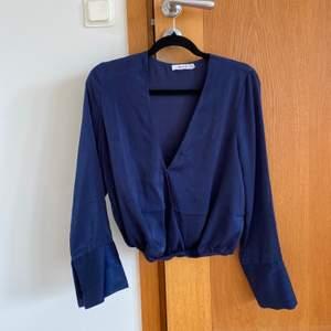 mörkblå blus från nakd, använd ca 2 gånger!