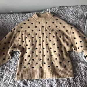 HELT oanvänd, prickig tröja köpt på HM